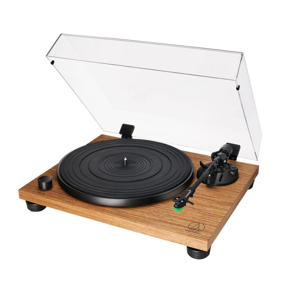 Πικάπ Audiophile με φινίρισμα ξύλου και ενσωματωμένο PHONO STAGE. Xειροκίνητο με κίνηση από ιμάντα (Belt drive). Παρέχεται με το ειδικό αποσπώμενο Audiophile Shell της Audio-Technica AT-HS4.